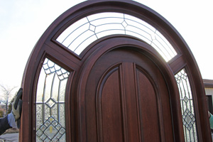 Mahogany Round top Doors top closeup
