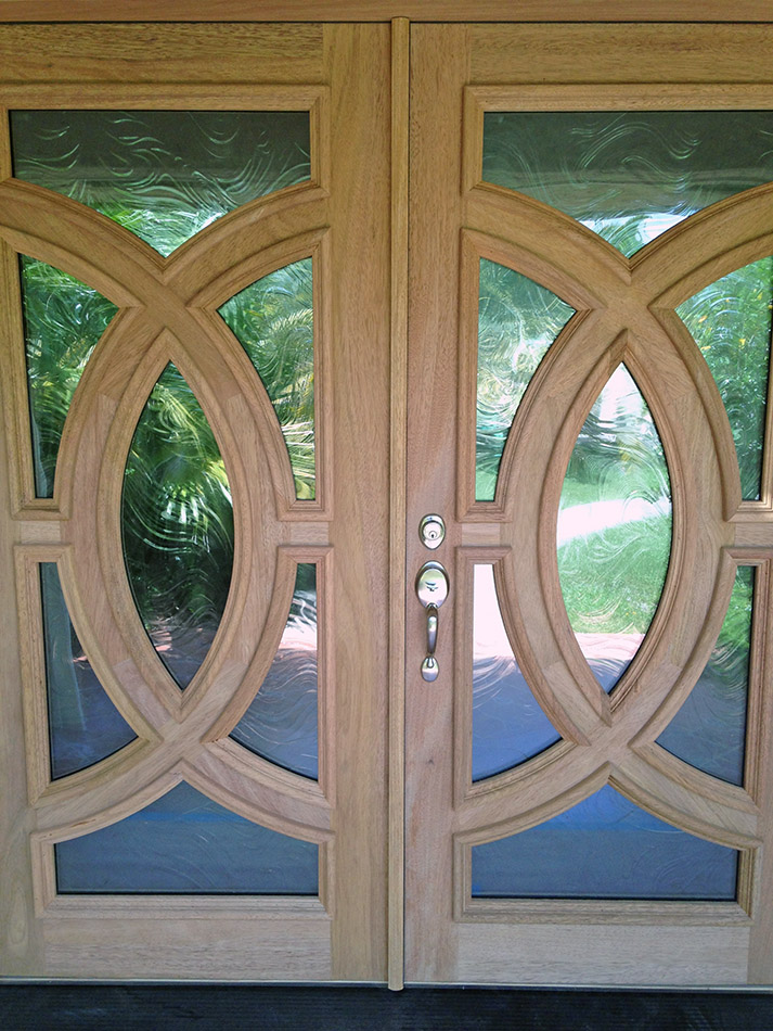 Olympus doors with baroque glass for Baroque glass door